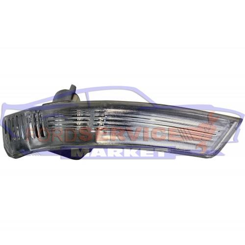 Повторитель поворота в зеркало правый неоригинал для Ford Focus 2 c 08-11
