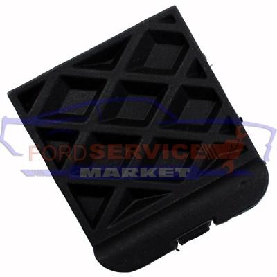 Заглушка заднего бампера неоригинал для Ford Focus 3 c 11-18 седан